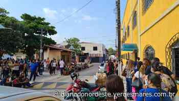 Seleção para professor substituto gera fila com aglomeração em Aquiraz - Diário do Nordeste