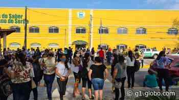 Seleção de professor substituto gera aglomeração e longa fila em Aquiraz, no Ceará - G1