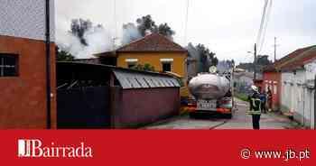 Incêndio destrói anexos de uma habitação em Sangalhos - Jornal da Bairrada