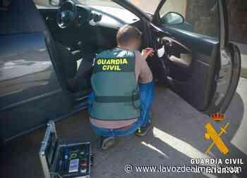 Detenidos tras huir al ser sorprendidos robando en un coche en Campohermoso - La Voz de Almería