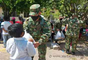 Ejército y Liceo Moderno Freinet entregaron ayudas al Resguardo Chenche Balsillas - Alerta Tolima
