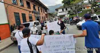 Trabajadores del hospital de Amagá llevan 21 días en protestas por atraso en salarios - Blu Radio