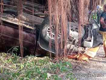 Se volcó camioneta en la entrada al municipio de Polonuevo - Diario La Libertad