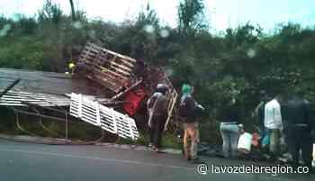 Camión cargado de ganado se accidentó en cercanías a Suaza - Noticias