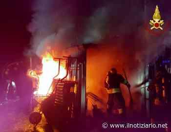 Rovellasca, incendio in un deposito, pompieri di Lazzate sul posto | FOTO - Il Notiziario