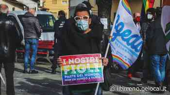 """Collesalvetti diventa arcobaleno contro la """"lista"""" della Lega, ma scoppia la polemica - Il Tirreno"""
