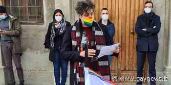 A Collesalvetti flashmob contro l'interpellanza Ciacchini. Dieci (Arcigay): «Il consigliere si scusi» - GAYNEWS - GayNews