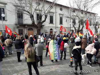 Collesalvetti, la manifestazione contro la schedatura delle coppie gay chiesta dalla Lega - Livornopress - notizie livorno - Livorno Press