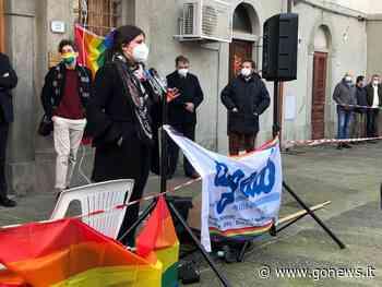 Manifestazione a Collesalvetti in risposta a interpellanza lega contro unioni omosessuali - gonews