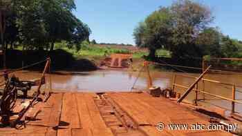 Sus frenos no respondieron y vehículo cayó al río Ñacunday - ABC en el Este - ABC Color