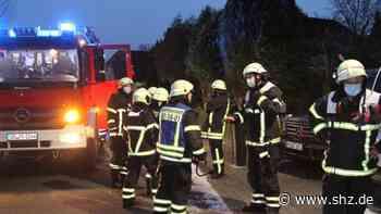 Hoisdorf: Flammen aus Schornstein sorgen für Feuerwehreinsatz | shz.de - shz.de