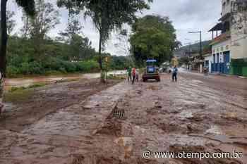 Moradores de Raposos saem de casa devido ao risco de enchente - O Tempo