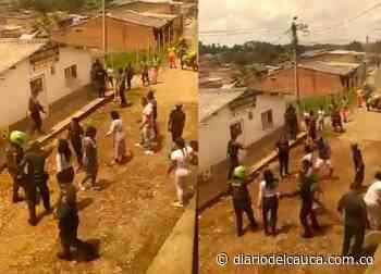 Brutal agresión en Piendamó: Policías fueron atacados con palo, piedra y machete [VIDEO] - Diario del Cauca