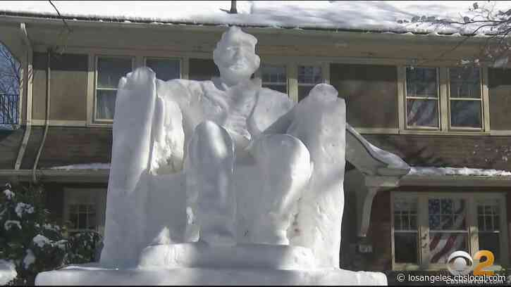New Jersey Man Creates 14-Foot Snow Sculpture Of Lincoln Memorial In Front Yard
