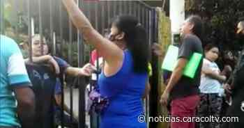 Portón de la discordia: lo atravesaron en una vía e impidieron el paso a un centenar de familias - Noticias Caracol