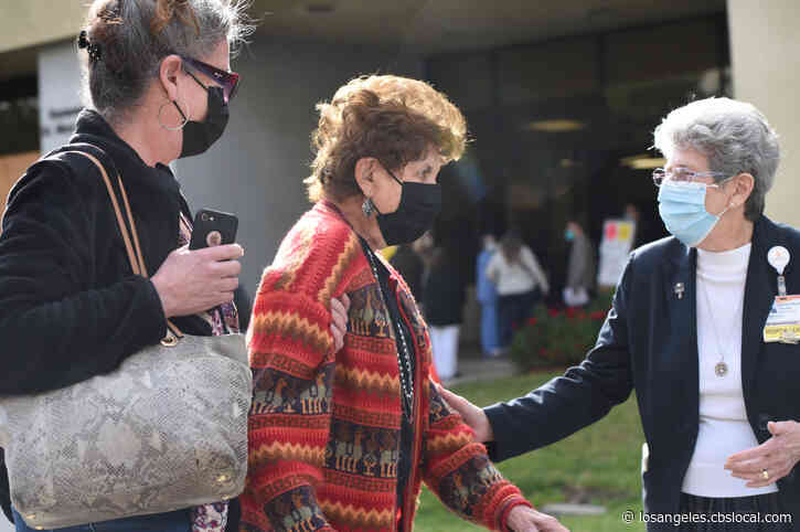 Ventura County Begins Vaccinating People Over 65