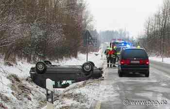 Auto überschlägt sich und bleibt auf dem Dach liegen - Passauer Neue Presse