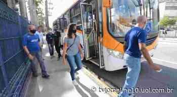 Ônibus leva moradores de Abreu e Lima para contribuir com doação de sangue para o Hemope - TV Jornal