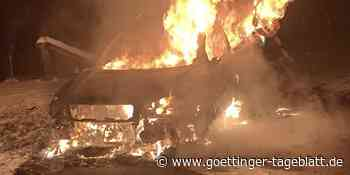 Bei Dransfeld: Auto steht in Flammen - Göttinger Tageblatt