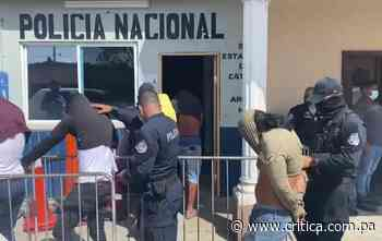 Caen 5 sujetos e incautan tres armas en Cativá [Video] - Crítica Panamá
