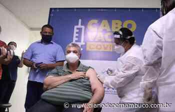 Primeiros vacinados no Cabo de Santo Agostinho são profissionais que atuam na linha de frente no combate à Covid-19 - Diário de Pernambuco