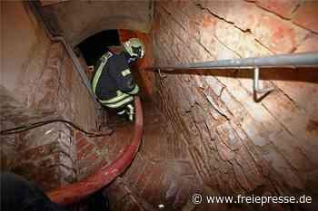 Wasserzähler geplatzt: Feuerwehr muss Keller in Meerane auspumpen - Freie Presse