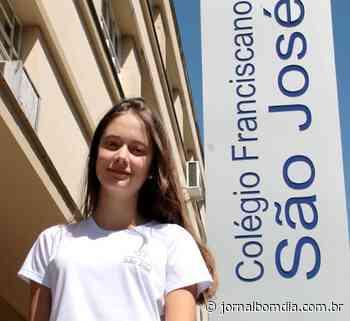 Estudante do São José é selecionada para curso na Inglaterra   Jornal Bom Dia - Jornal Bom Dia