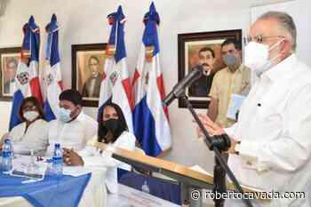 Ministro Ceara Hatton firma carta compromiso en Pedernales y Oviedo | RC Noticias - Roberto Cavada