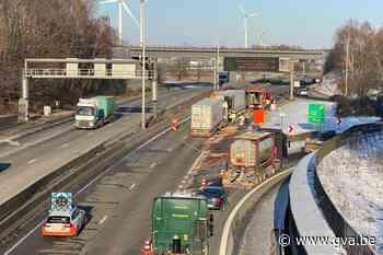 R2 tijdlang volledig dicht door ongeval met vrachtwagens in Lillo - Gazet van Antwerpen