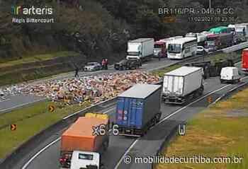 Caminhão tomba e interdita BR-116 em Campina Grande do Sul - Mobilidade Curitiba