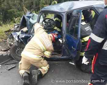 Acidente entre carro e caminhão próximo ao trevo de Juruaia deixa jovem preso as ferragens - Portal Onda Sul