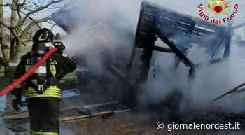 Brugnera: rogo in giardino, prende fuoco la casetta di legno - Giornale Nord Est