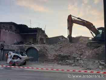 VILLONGO - Abbattuto l'edificio pericolante sulla Provinciale - Araberara