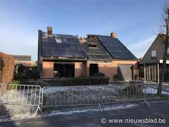 """Villa verwoest door zware brand, koppel tachtigers geëvacueerd door raam: """"Bluswater vroor meteen aan door vrieskou"""""""