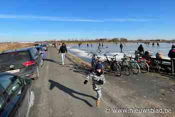 """Politie sluit polderweg deels af door toestroom schaatsers: """"Situatie werd gevaarlijk"""""""
