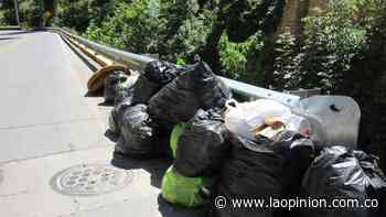 Extranjeros recolectan residuos sólidos en el río Pamplonita | La Opinión - La Opinión Cúcuta