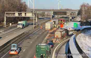 Antwerpse ring volledig dicht door ongeval met vrachtwagens in Lillo - Het Nieuwsblad