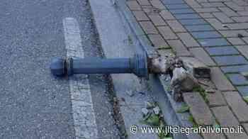 Vandali a Collesalvetti, distrutti i pioli del marciapiede di via Roma - IL TELEGRAFO Livorno