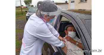 Começa a vacinação de idosos acima de 90 anos em Frutal - Estado de Minas