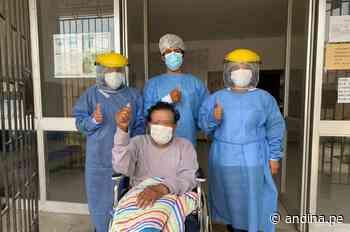 ¡Entre aplausos! Dos adultos mayores reciben el alta en Huarmey tras vencer al covid-19 - Agencia Andina