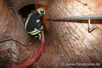 Wasserzähler geplatzt: Einsatzkräfte müssen Keller in Meerane auspumpen - Freie Presse