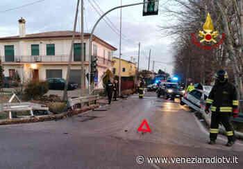 Santa Maria di Sala, incidente tra due auto: una finisce cappottata - Televenezia