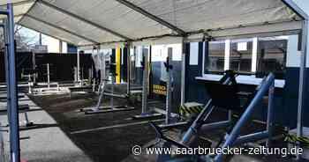 Corona im Saarland: Neunkirchen untersagt McFit ein Fitnessstudio im Freien - Saarbrücker Zeitung