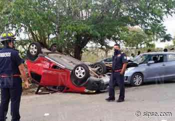 Mérida: Conductora termina con auto de cabeza en Montecristo por ignorar un alto - sipse.com