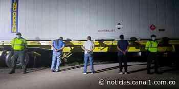 Cayeron los falsos policías que estaban robando a camioneros en Cundinamarca - Canal 1