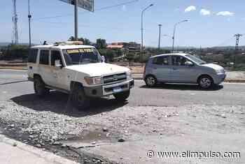 #FOTOS ¡Cuidado! De Cabudare a Barquisimeto se debe sortear un gran hueco en la redoma de Santa Rosa #15Feb - El Impulso