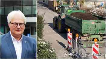 """Schepen over buurtbewoner die door het lint gaat tegen tractorbestuurder: """"Ik keur zijn gedrag af, maar begrijp de ergernis"""" - Het Nieuwsblad"""
