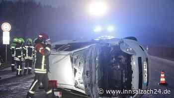 Unfall bei Burgkirchen: Auto überschlägt sich auf AÖ25 - innsalzach24.de