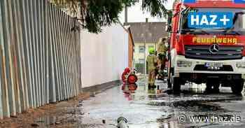 Laatzen Grasdorf Geplatzte Leitung: Feuerwehr pumpt Keller leer - Hannoversche Allgemeine