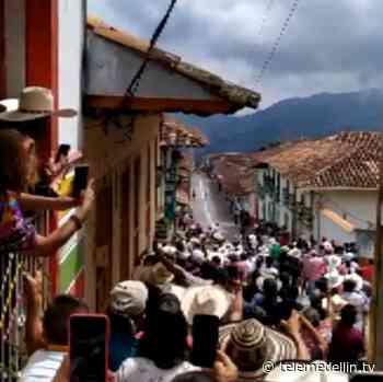 Carrera de caballos generó aglomeración de personas en Caramanta - Telemedellín